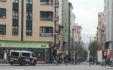 Comerciantes y hosteleros de La Calzada alertan de su deficiente iluminación