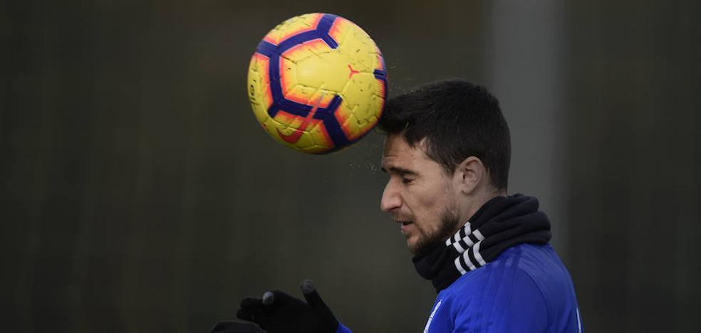 Omar Ramos vuelve a una convocatoria un mes después su lesión muscular