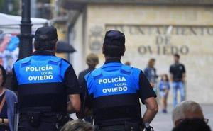 Denuncian a tres jóvenes en Oviedo por rociar con spray a peatones desde un coche en marcha
