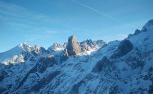 Rescatan a tres montañeros que quedaron atrapados mientras hacían una ruta en Cabrales