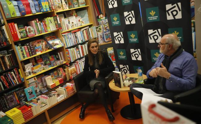 La periodista Leticia Sierra presenta su libro, 'Animal', en Mieres