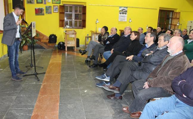 La cúpula de Foro arropa a David Fernández en su debut como candidato