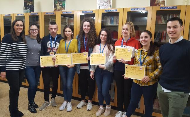 El Ayuntamiento beca a universitarios fuera de Asturias y estudiantes de FP