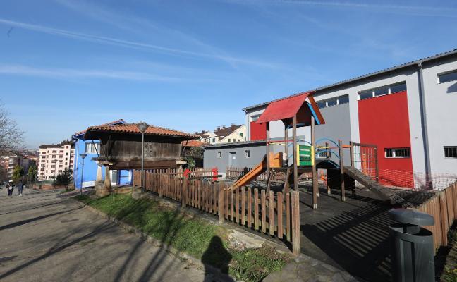 El teatro de El Llar contará con un nuevo parque infantil en unas semanas
