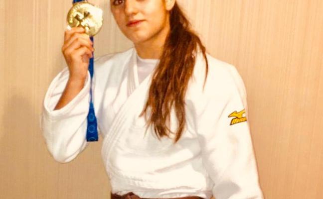 Ariane Toro, judoca del Avilés, se cuelga el oro en la Copa de Europa junior