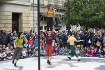 El teatro en la calle de Feten anima Gijón