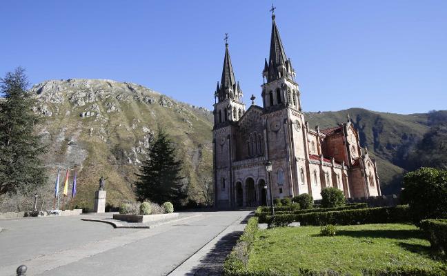Covadonga se engalana un año después del centenario