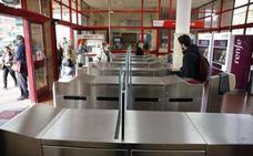 Aceptan una pena de cárcel por robar dinero de las máquinas de billetes de Renfe en Asturias y Cantabria