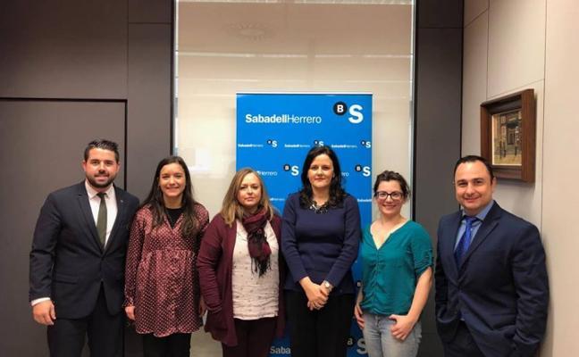 Los comerciantes revisan el convenio de colaboración con el Sabadell Herrero