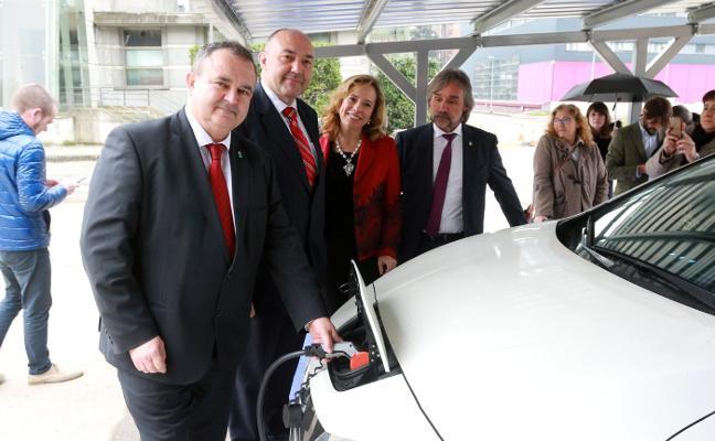 Mieres estrena la primera estación autónoma para la recarga de coches eléctricos