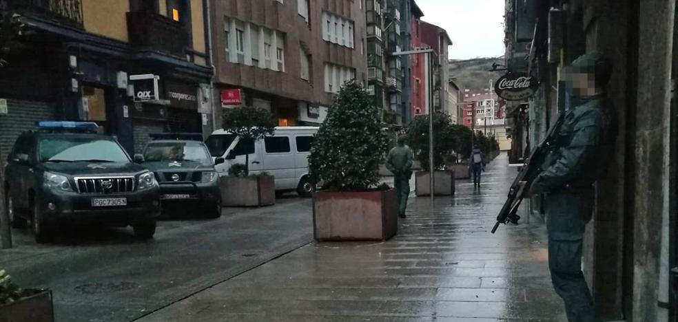 Las imágenes de la detención de cuatro sospechosos del asesinato del concejal Javier Ardines