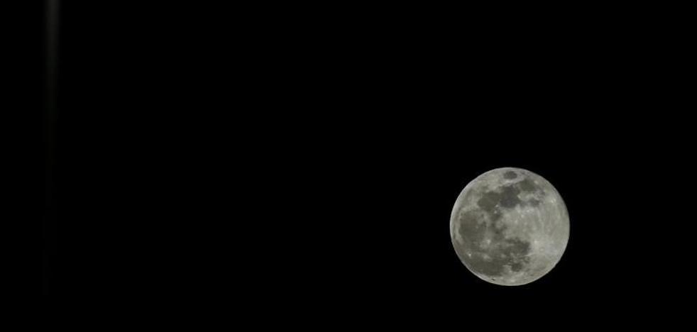 La noche de la 'luna de nieve', la más brillante en siete años