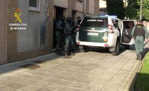 El presunto agresor de un guardia civil en Corvera acepta un año de cárcel por robar en un bar