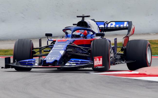 Daniil Kvyat devuelve un motor Honda al primer puesto
