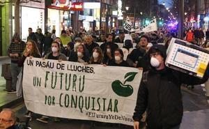 Cientos de personas se manifiestan por el empleo y contra la contaminación en Gijón