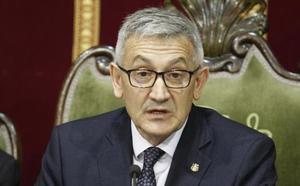 «López-Otín es el buque insignia de la Universidad de Oviedo», defiende el rector