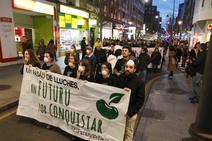 Decenas de personas se manifiestan en La Calzada (Gijón) para exigir mejoras para el barrio