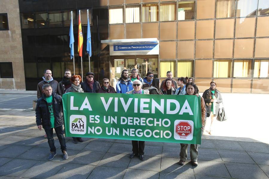 El juez paraliza el desahucio de una familia en Oviedo