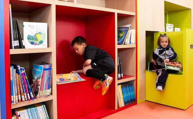La biblioteca Alonso Marcos de Llanes reabre con más espacio para el público infantil