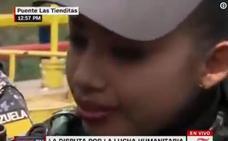 Policías chavistas rompen a llorar por las súplicas de los manifestantes para que dejen pasar la ayuda