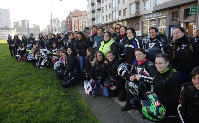 Motocomadres reúne a 94 entusiastas moteras