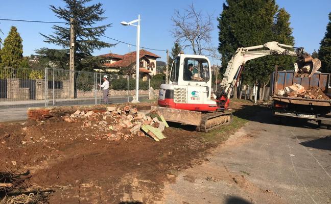 Comienzan las obras para renovar el cierre del recinto ferial en la carretera de Somió