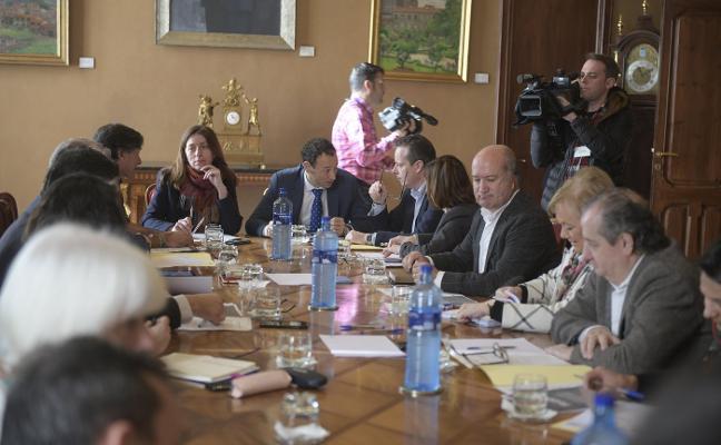 La huelga del 8 de marzo divide a los grupos de la Junta General por la celebración del Pleno