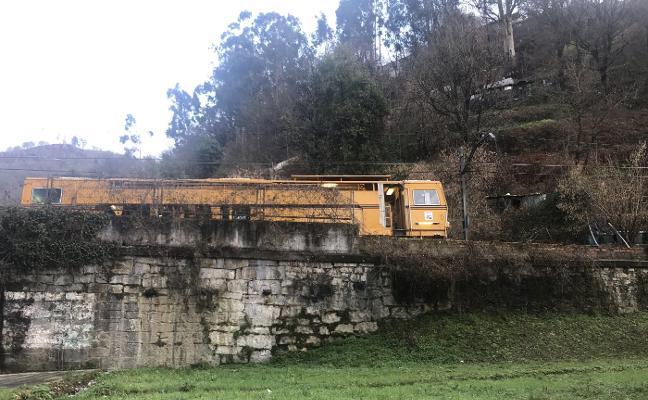 Adif abrirá la línea de tren entre El Berrón y Laviana el viernes