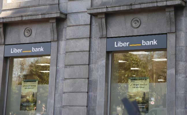 La fusión de Liberbank con Unicaja toma fuerza tras la renuncia de Abanca a lanzar una opa