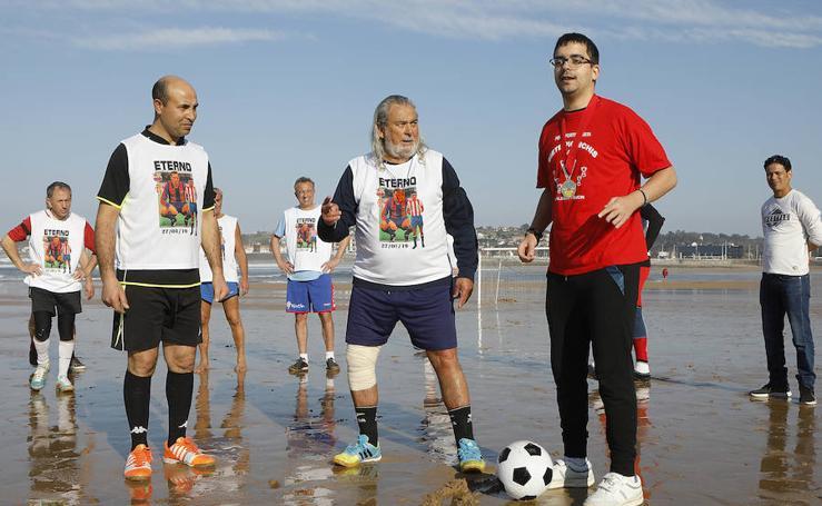 Homenaje a Quini en la playa de San Lorenzo