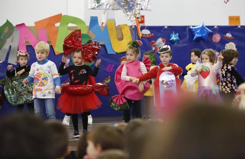 Fiesta de disfraces entre los escolares gijoneses