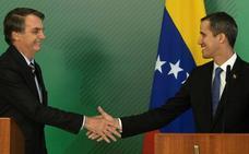 Bolsonaro recibe con honores a Juan Guaidó en el palacio presidencial de Brasil