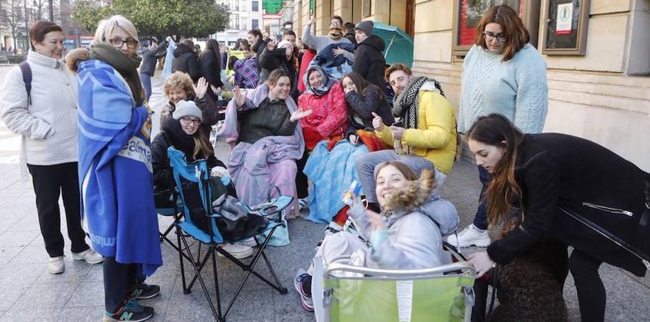 Antroxu en Gijón: largas colas en el Jovellanos para disfrutar del concurso de charangas