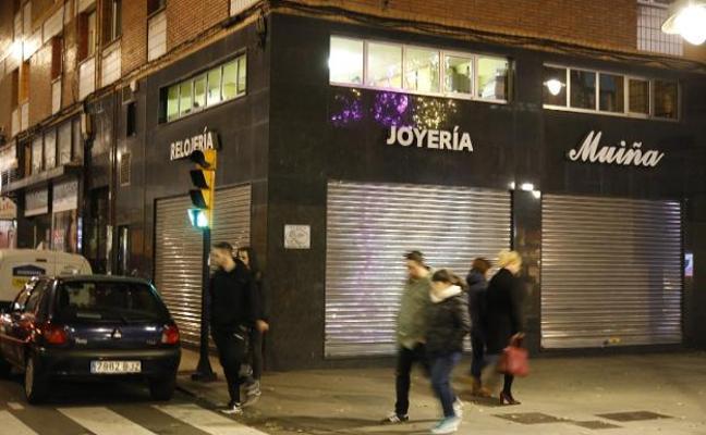 Detenido por atracar una gasolinera el autor de los robos de dos joyerías  en Gijón 0ffbbfac8409