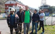 Cuatro trabajadores de subcontratas de Hunosa se encierran en el pozo Santiago