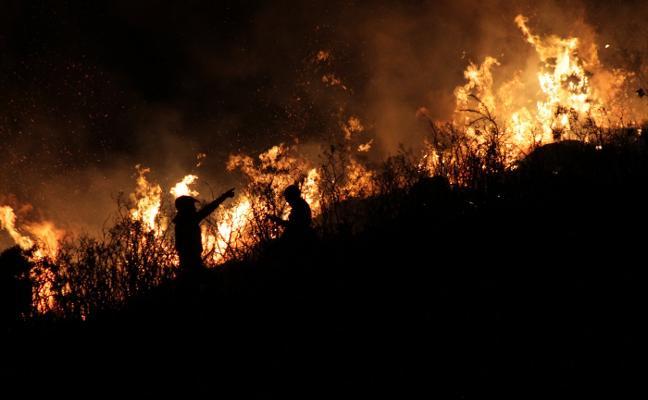 Diez fuegos en Asturias activan el plan contra incendios forestales