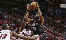 Harden descolla con 58 puntos ante los Heat
