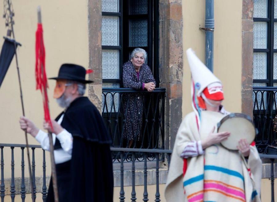 Los Mazcaritos celebran su sábado frixueleru en Oviedo