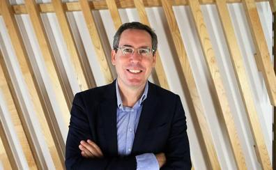 Fernando Couto se compromete a despejar las dudas sobre la residencia universitaria