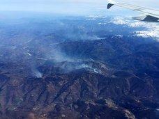 Incendios en Asturias   El fuerte viento obliga a desviar vuelos de Asturias a Santander
