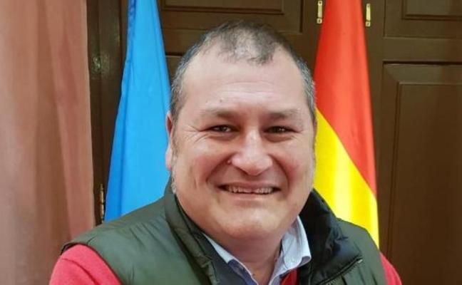 El alcalde de Vegadeo sufre una angina de pecho durante el desfile de Carnaval