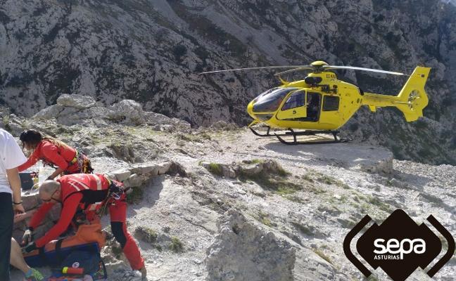 Evacuada de la ruta del Cares una senderista con una pierna rota