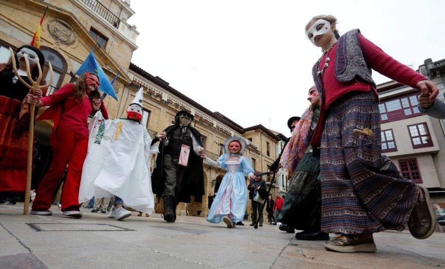 La originalidad marca el inicio del Antroxu en Oviedo