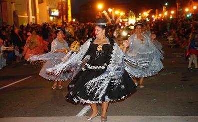 En directo: desfile de Antroxu de charangas y carrozas de Gijón