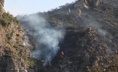 La lucha de la UME en el incendio de Llordón, en Cangas de Onís