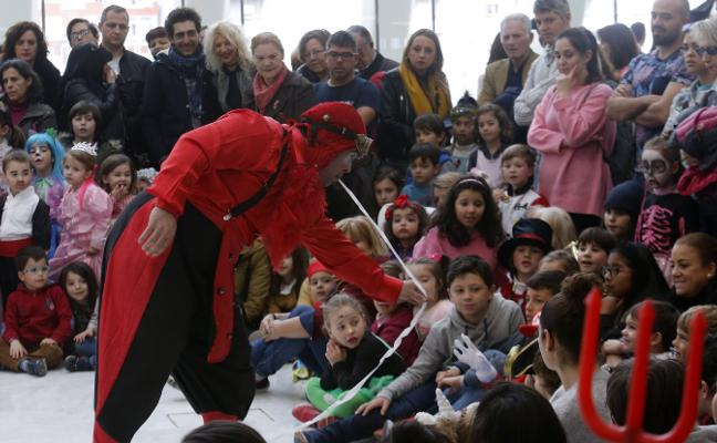 Carnaval en Oviedo: Circo y música para arrancar el Antroxu