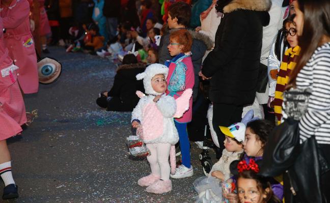 Carnaval en Gijón: El jurado popular da «sobresaliente» al desfile de Antroxu