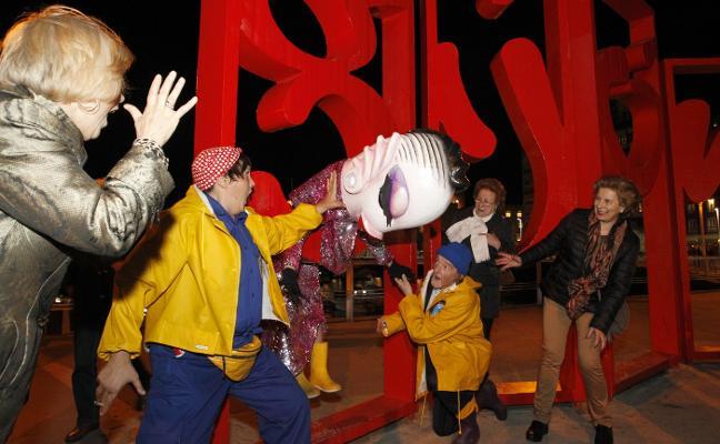 Carnaval en Gijón: Adiós a Cuca, la sardina ecologista del Antroxu