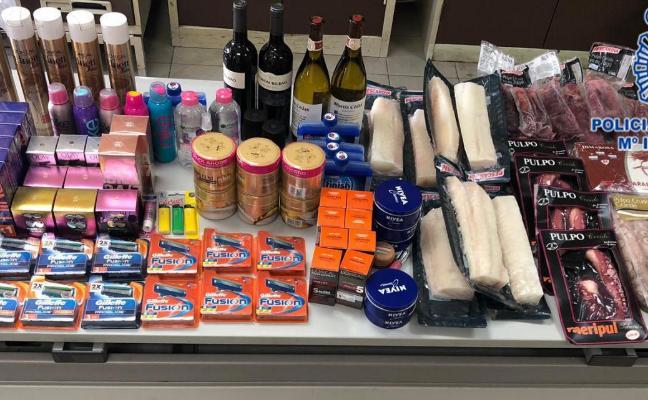 Dos detenidos por robar pulpo, bacalao, vinos y cremas por valor de mil euros