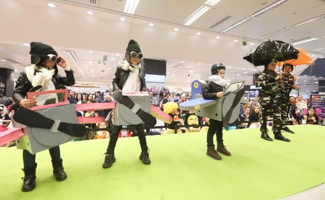 Carnaval en Avilés: El disfraz a concurso se olvida de la música